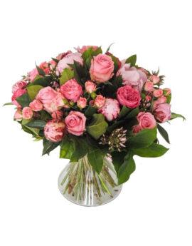 Roze pioenen en rozen