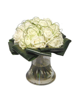 Witte rozen met siergras