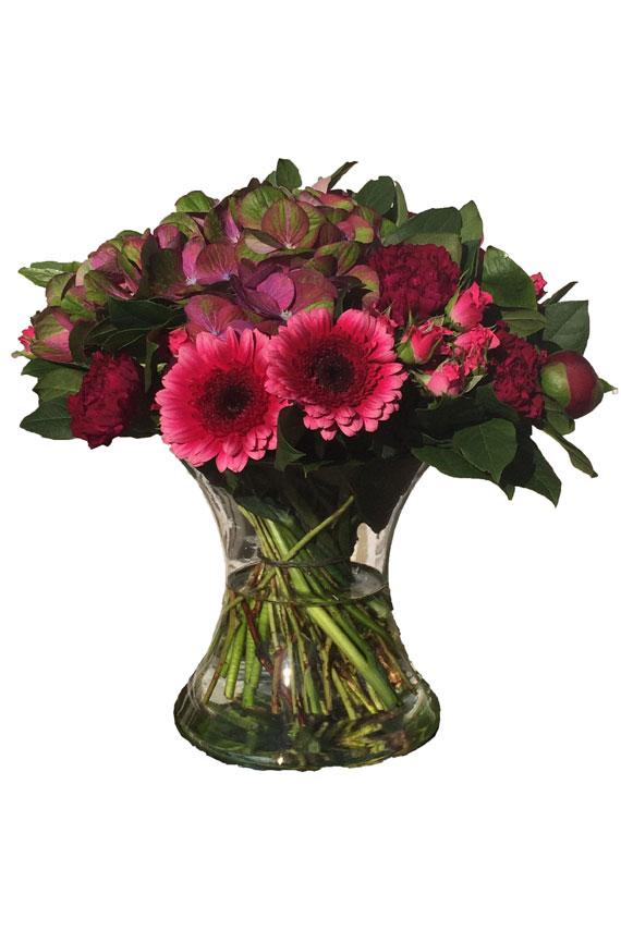 Pioenen met gerbera's, hortensia's, rozen en asters, een voorjaarsboeket bij uitstek!