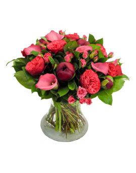 Boeket Red Piano Pioen, een boeket versebloemen met een mooie variatie van roze rozen, calla en pioenen.