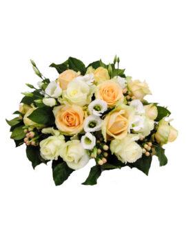 Rouwbloemstuk witte en peach rozen