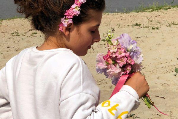 Bruidsmeisje-met-bloemen-haarkrans-FlowersRme