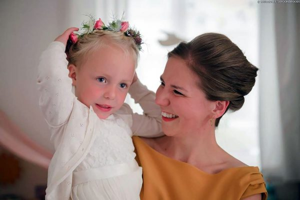 Bruidsmeisje-met-bloemenkroontje-FlowersRme