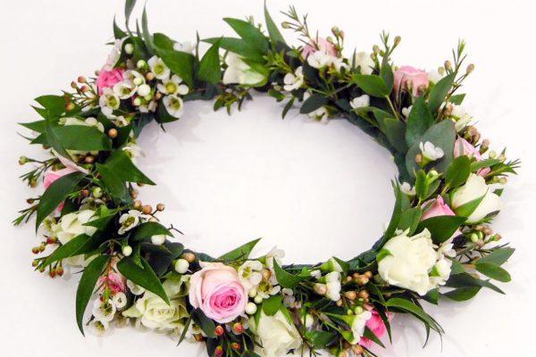 Haarkrans-fijn-opgestoken-met-kleine-roosjes-FlowersRme